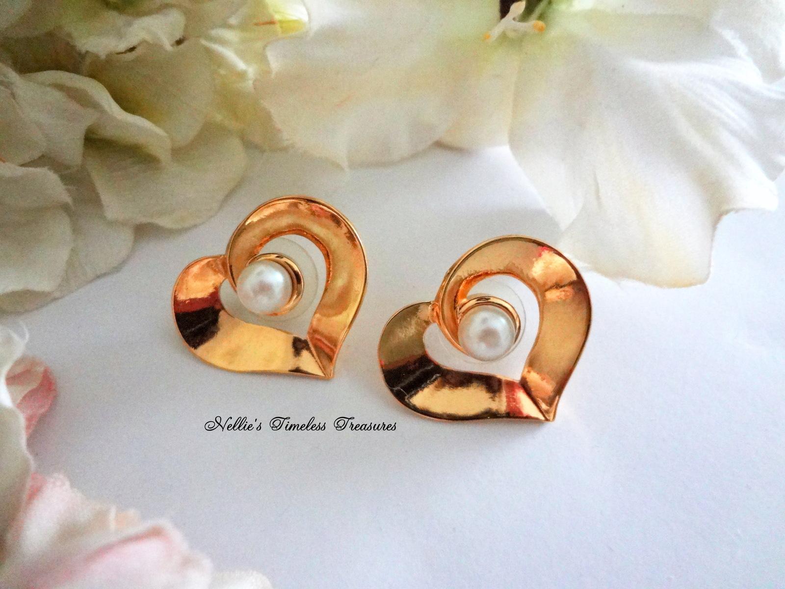 Vintage Avon Pearl and Gold Heart Pierced Stud Earring,Avon Earring,Avon Jewelry - $11.99