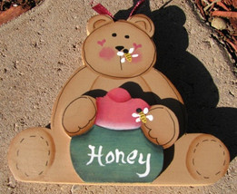 Country Crafts 103G Honey Bear with Bee on nose Green Wood Hand Painted - $3.95