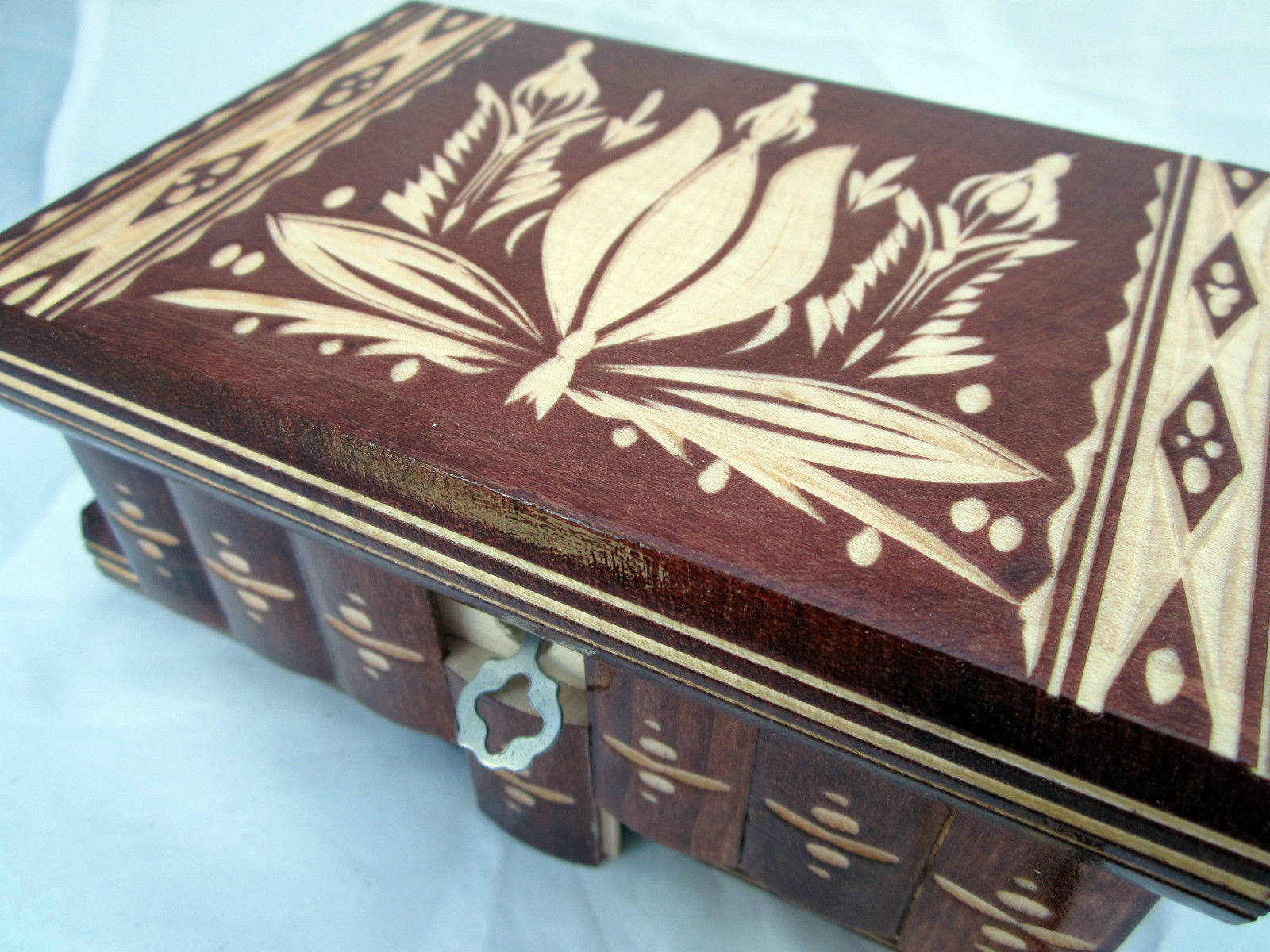 how to make a wooden box with a secret lock