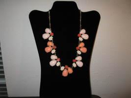 Stylish Varying Shades of Peach Chunky Bib Necklace New & Hot! #D641 - $15.99