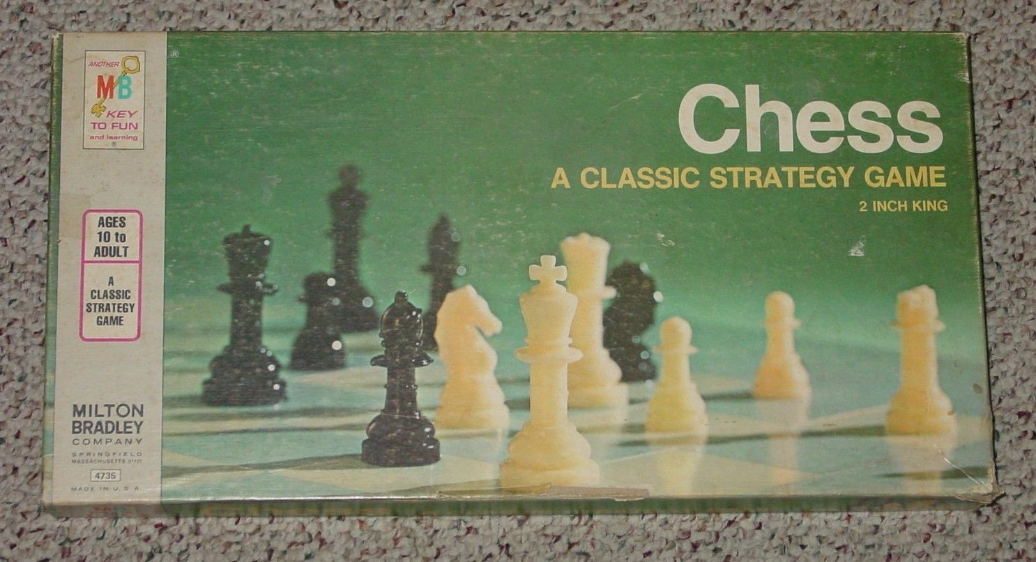 CHESS CLASSIC STRATEGY GAME 1977 MILTON BRADLEY COMPLETE WHITE PAWNS ARE SEALED