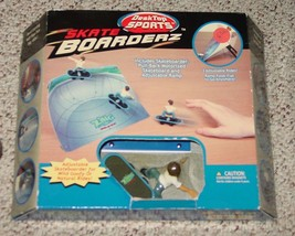 SKATE BOARDERZ DESKTOP SPORTS 2007 ZING TOYS NIB UNPLAYED COMPLETE - $10.00
