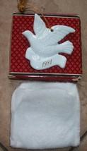 avon ornament 1981 ceramic dove with original box  excellent condition - $4.49