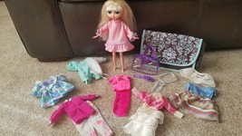 Mattel 2001 Diva Doll, 8 Outfits, Accessories and Case - $25.00