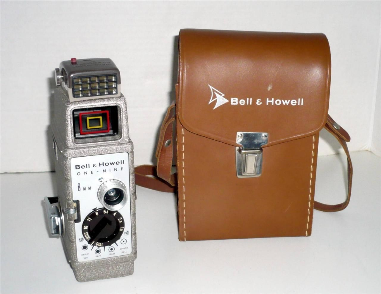 Bell & Howell One Nine 8mm Movie Camera 10mm Comat Lens F/1.9 w Sunometer & Case