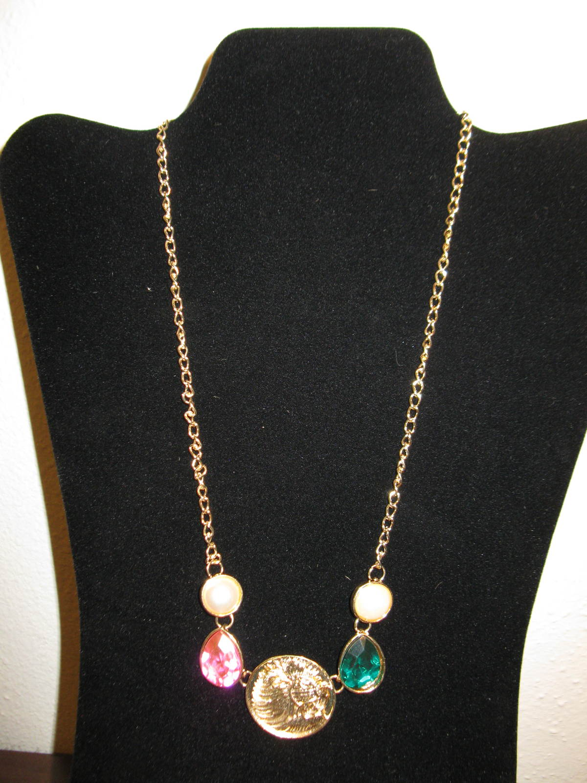 D656 gold coin   gemstone necklace