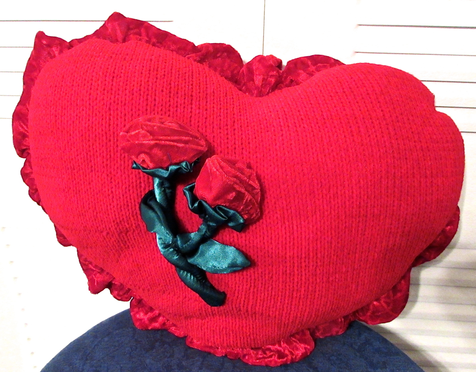 Red Heart Shaped Throw Pillow Knit/Polyester w/Velvet Trim Edges 2 Velvet Roses