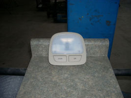 2008 HYUNDAI SANTA FE CENTER DOME LIGHT  - $25.00