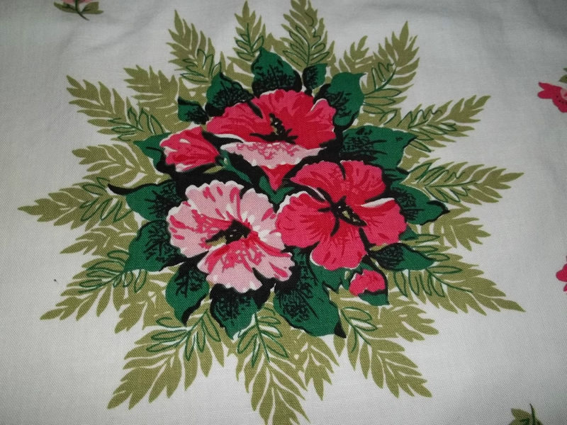 Primary image for Vintage Retro Mid Century Hibiscus Motif 1950's Linen Tablecloth 61  x 50 MINT
