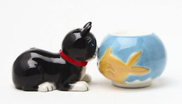 MAGNETIC SALT PEPPER SHAKER ATTRACTIVES CAT & FISH - $11.87