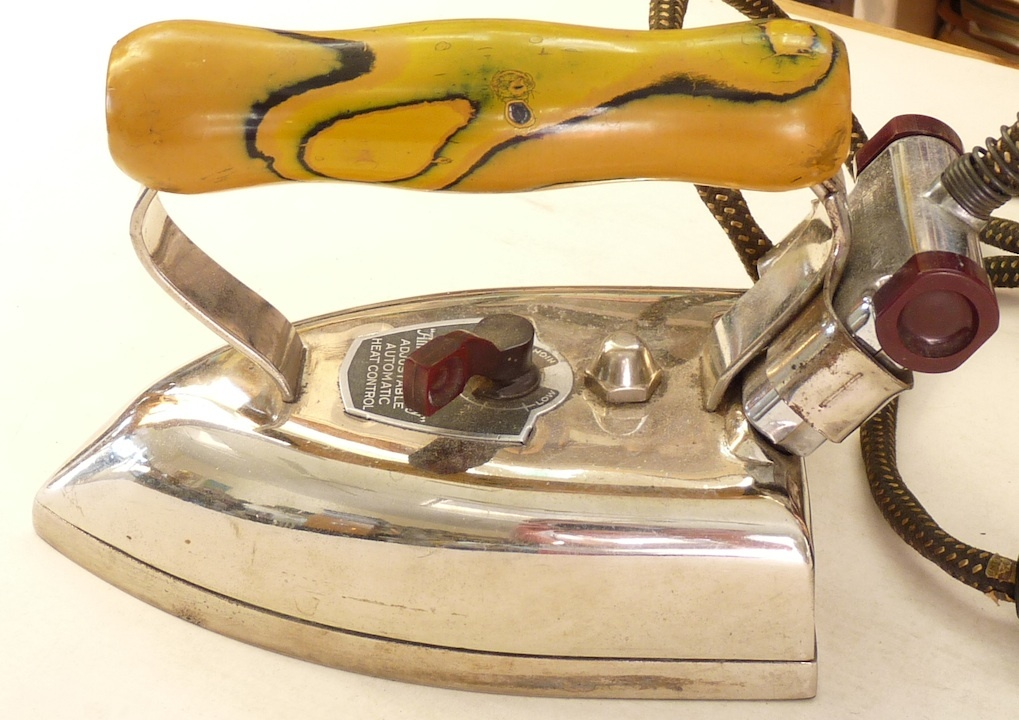 Electric Iron 1920s ~ Vintage electric iron american beauty bakelite