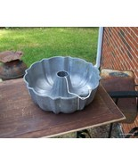 NORTHLAND ALUMINUM ORIGINAL BUNDT PAN Lot 252 - $55.00
