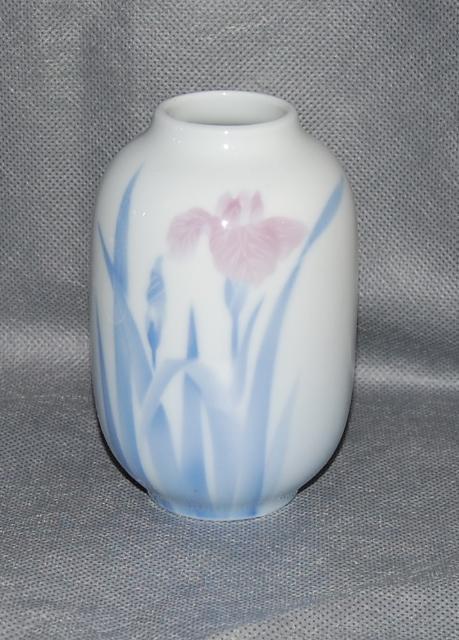 Fukagawa Japanese Porcelain Iris Vase