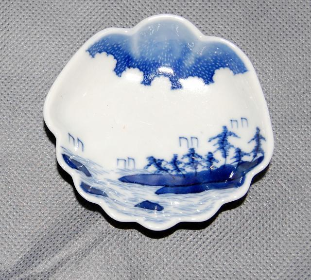 Set of 7 Japanese Antique Arita Porcelain Shell Shape Landscape Painted Plates