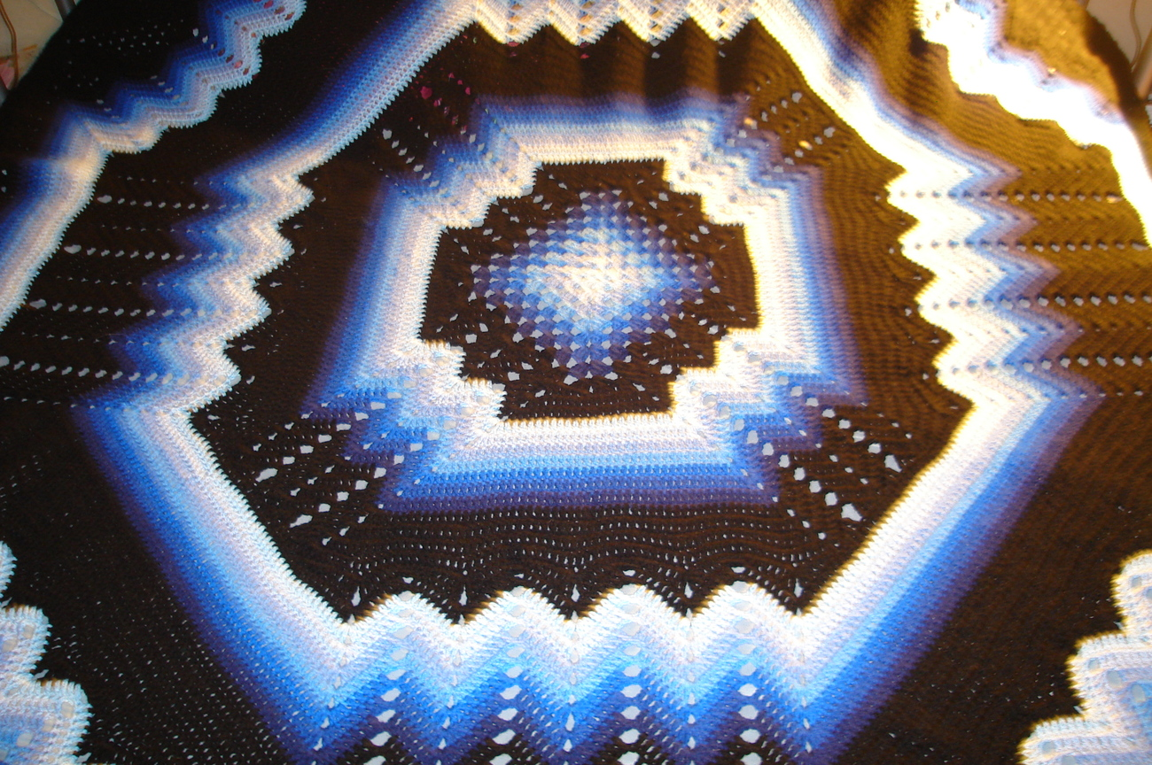 Crocheted king size afghan/bedspread multi blues/black granny/ripple
