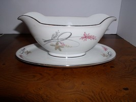 Royal Tettau ROT68: Gravy Boat with Attached Underplate - $44.95
