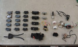 5 Dd96 Assorted Electrical Switches: Pull Chains, Rockers, Momentaries, Etc - $16.66