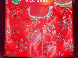 "NEW 48"" Tree Skirt - Red Silver Snowflake Glitter - FREE SHIPPING - $14.99"