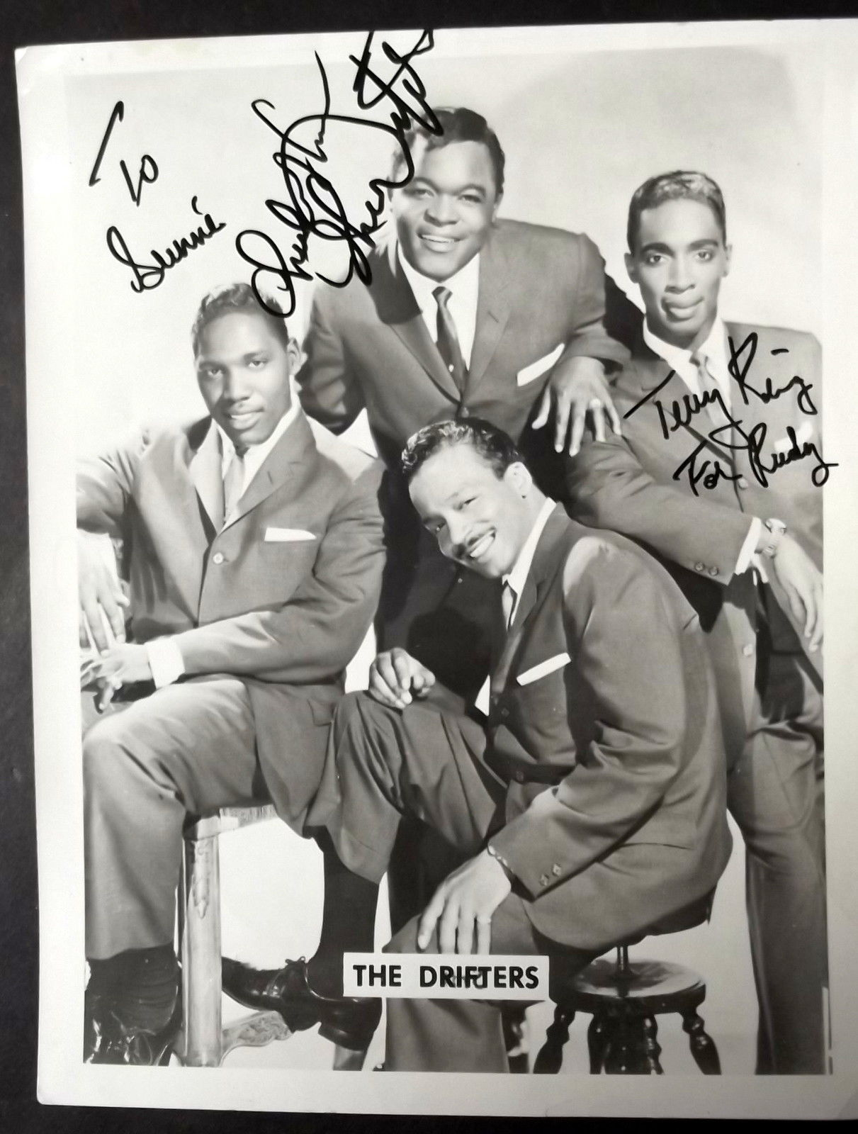 THE DRIFTERS (ORIGINAL VINTAGE AUTOGRAPH) PHOTO (CLASSIC GROUP) WOW
