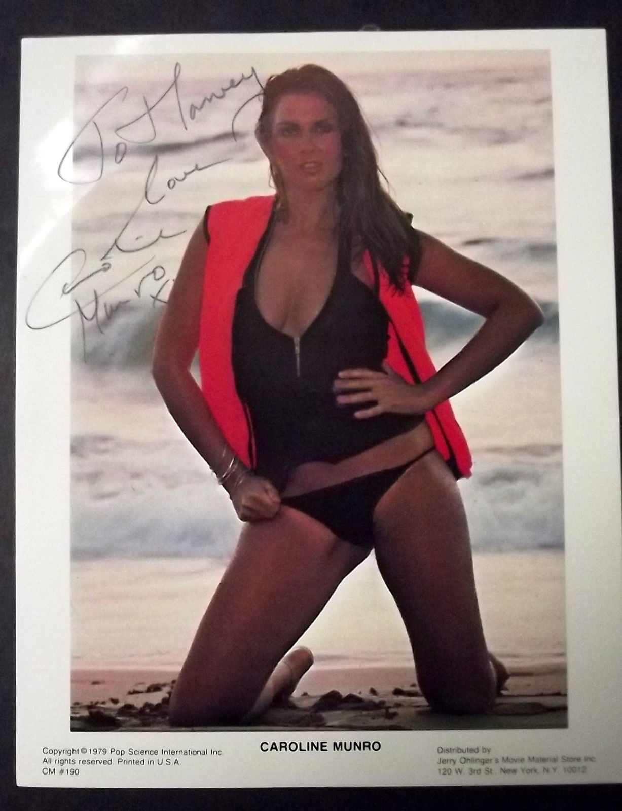 CAROLINE MUNRO (SPY WHO LOVE ME ) SEXY AUTOGRAPH PHOTO (CLASSIC MUNRO) HOT