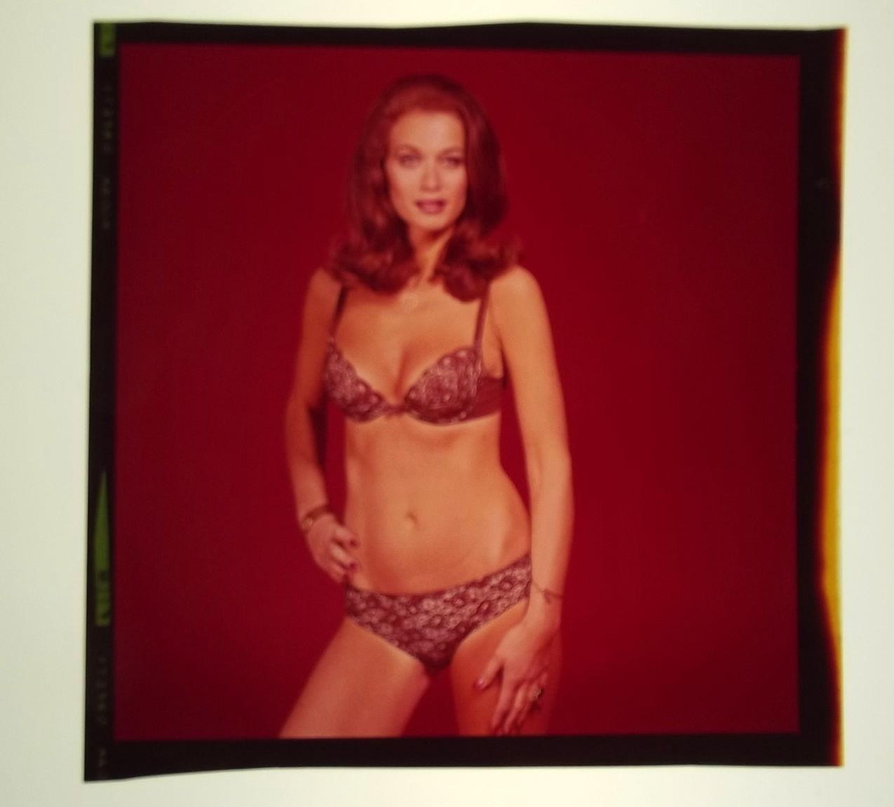 VALERIE LEON,JAMES BOND (SPY WHO LOVED ME) RARE SEXY BOND GIRL COLOR SLIDE SET