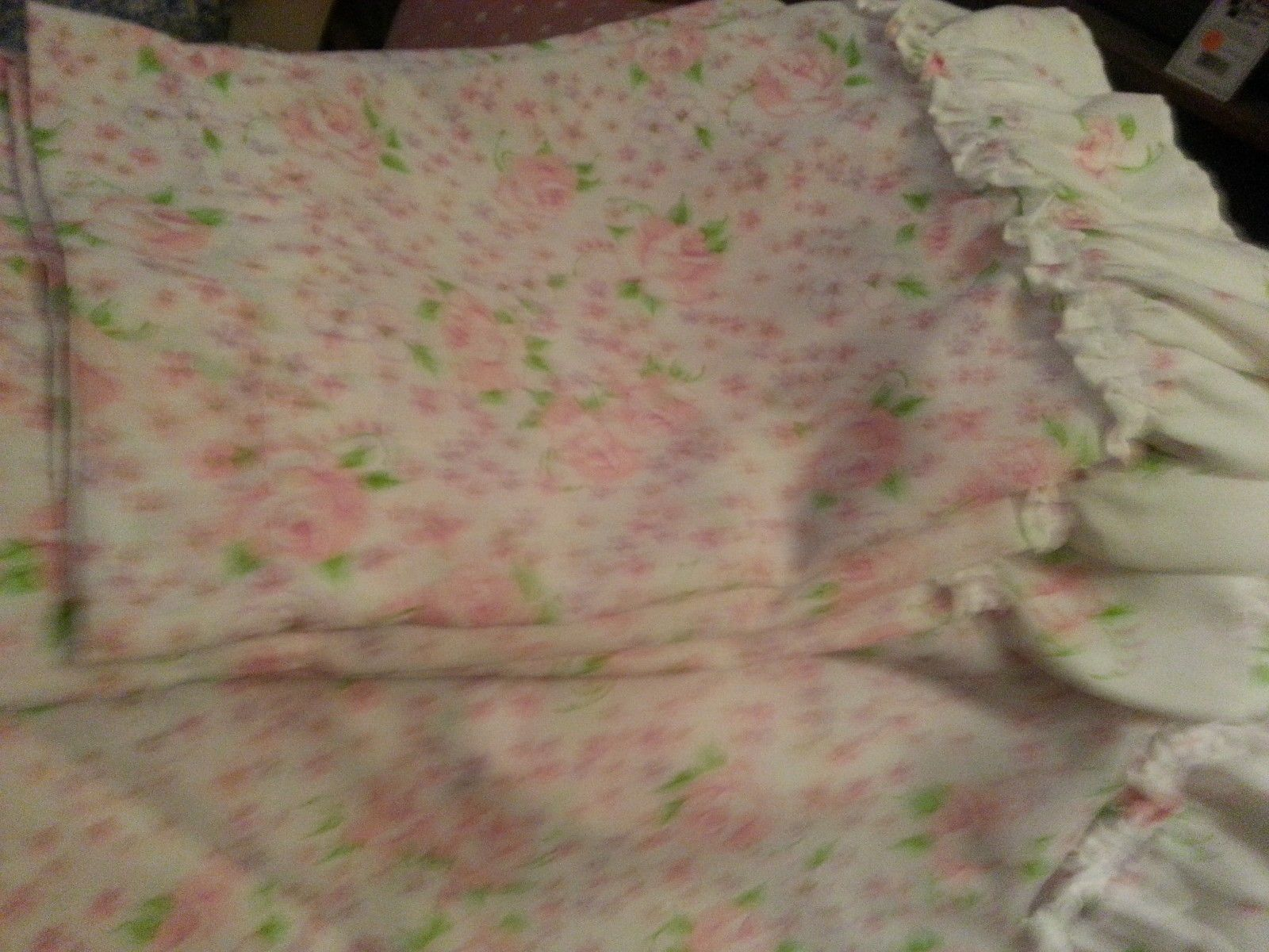 FLORAL VALANCE SET WITH MATCHING ROUND TABLE CLOTH,