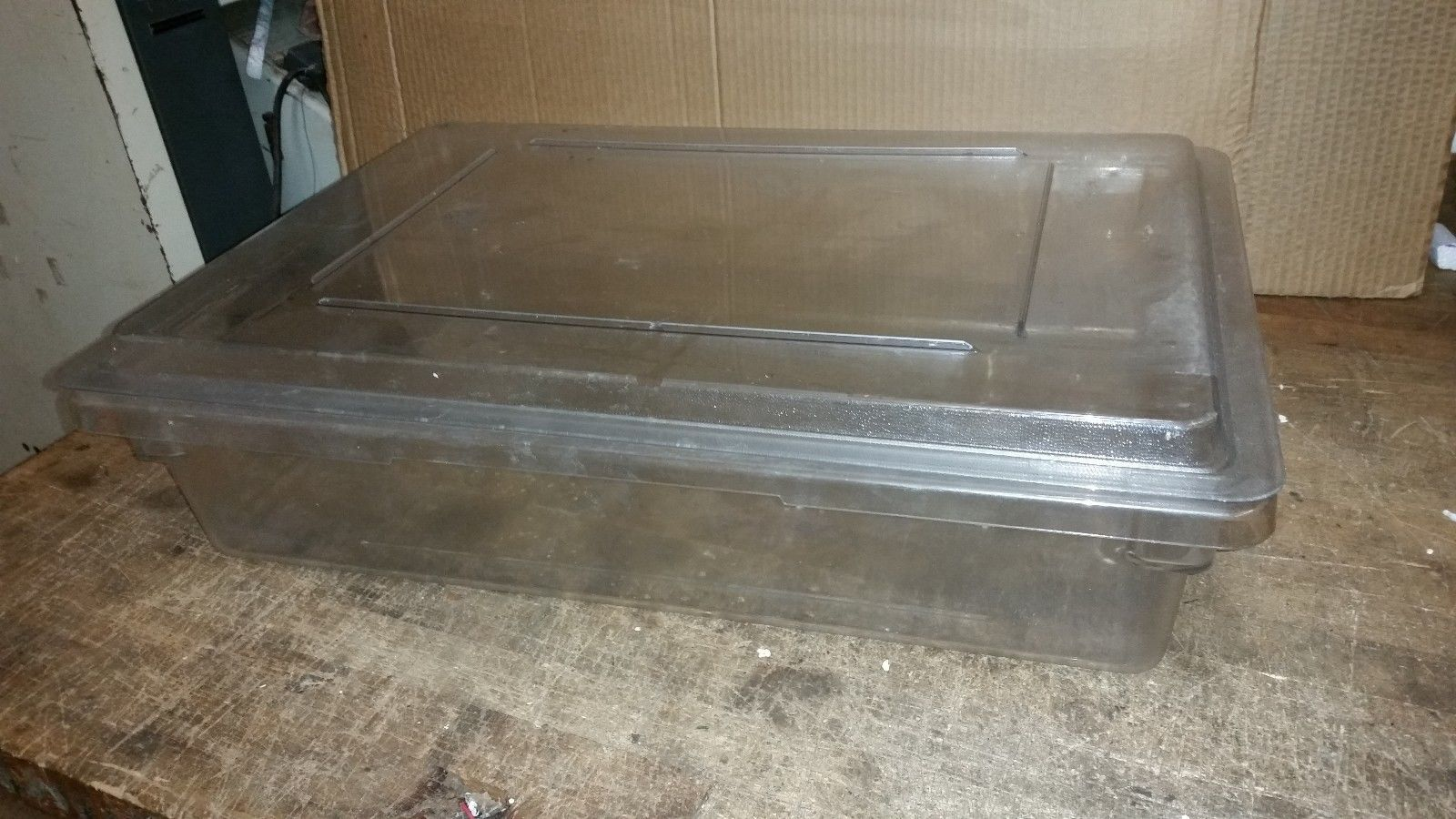SIX CAMBRO 8.75 GAL FOOD STORAGE BOXES CAMWEAR CLEAR 18266CW WITH LIDS 18X26X6