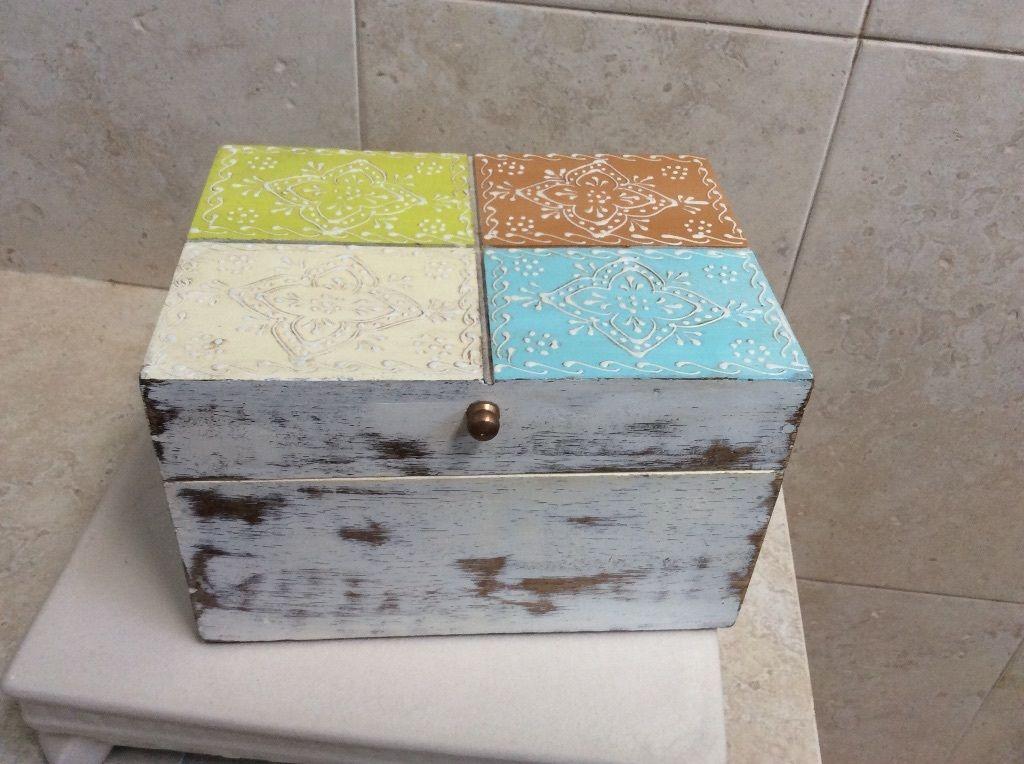 Keepsake Box Or Jewelry Box Solid Wood, Cynthia Rowley, Magnet Closure.