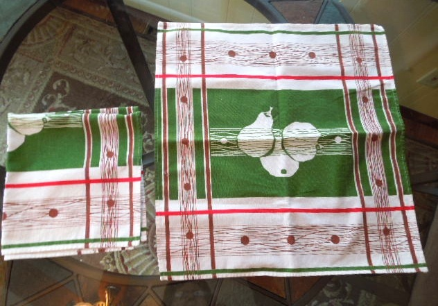 Apt bin 7 set of 2 1940s linen or cotton linen napkingreen brown  red and white with pear design ex cond 8 19 13 2.06  4778