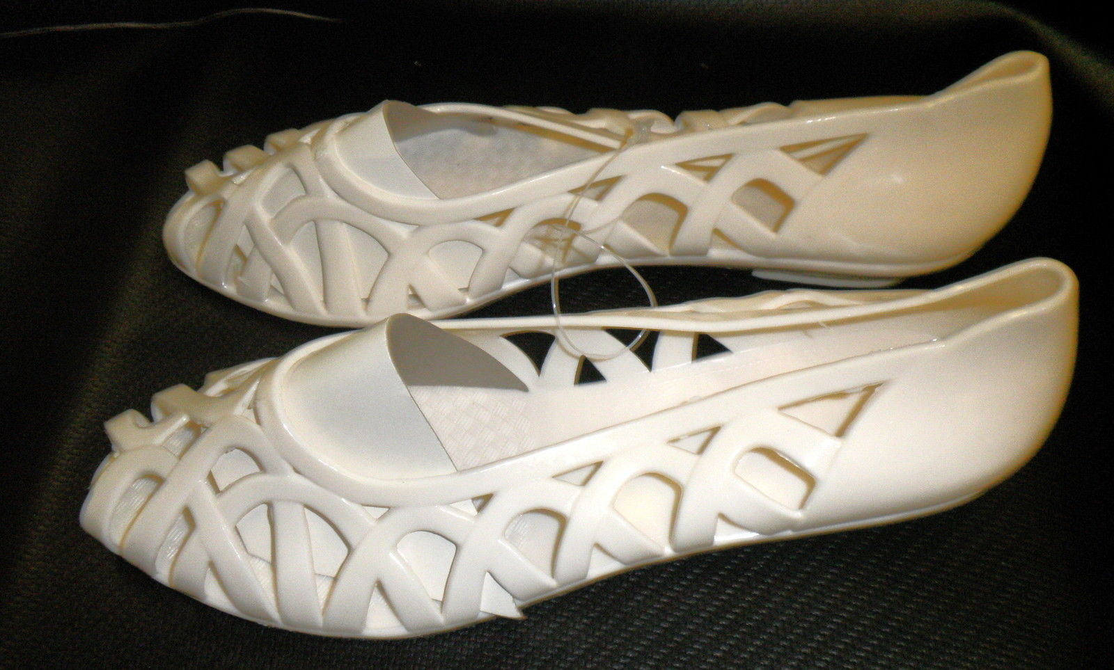 Ladie's Rubber / Man Made Off White Slip On Sandals Size: 8