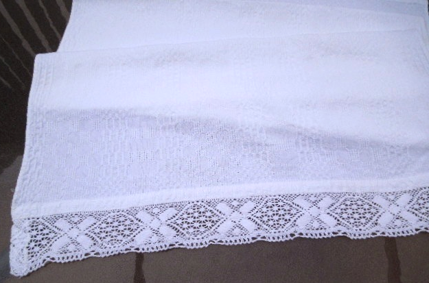 """Vintage Table Runner / White Textured Cotton -Crocheted Lace Trim 21""""x48"""" #5055"""