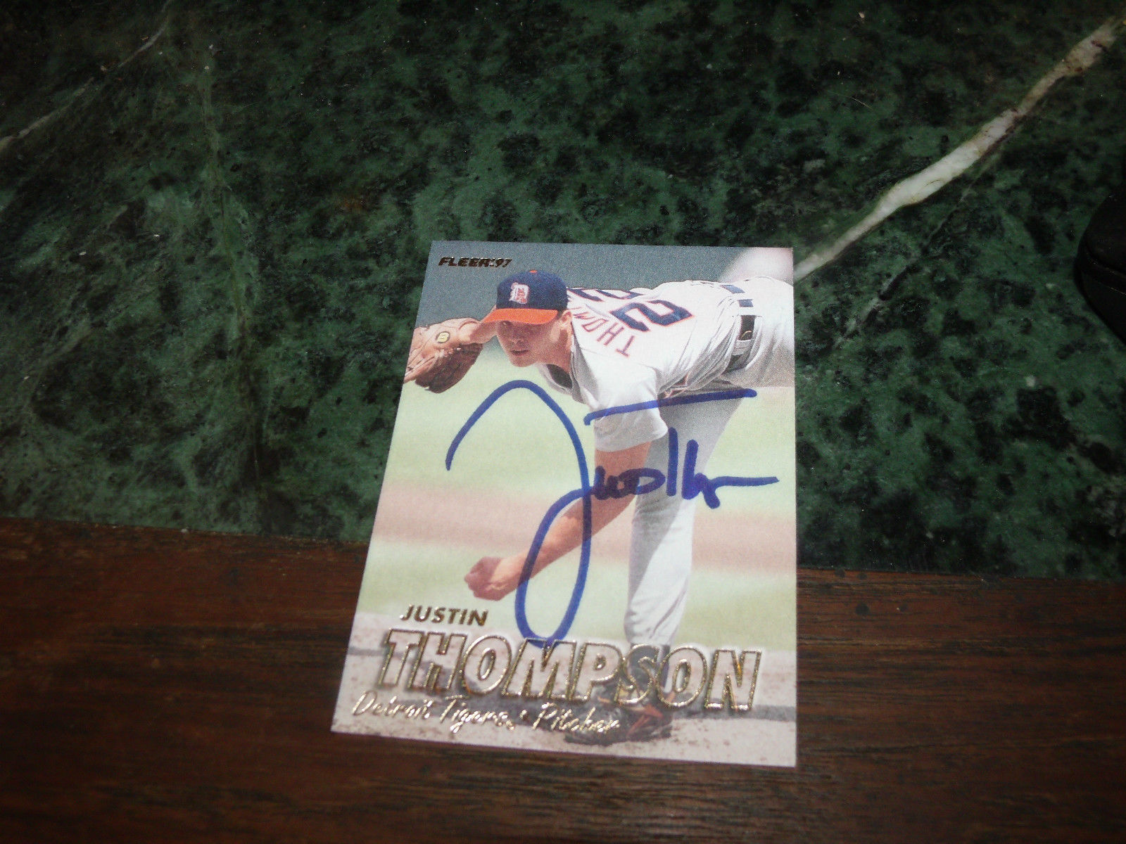 JUSTIN THOMPSON HAND SIGNED 1997 FLEER BASEBALL CARD TIGERS