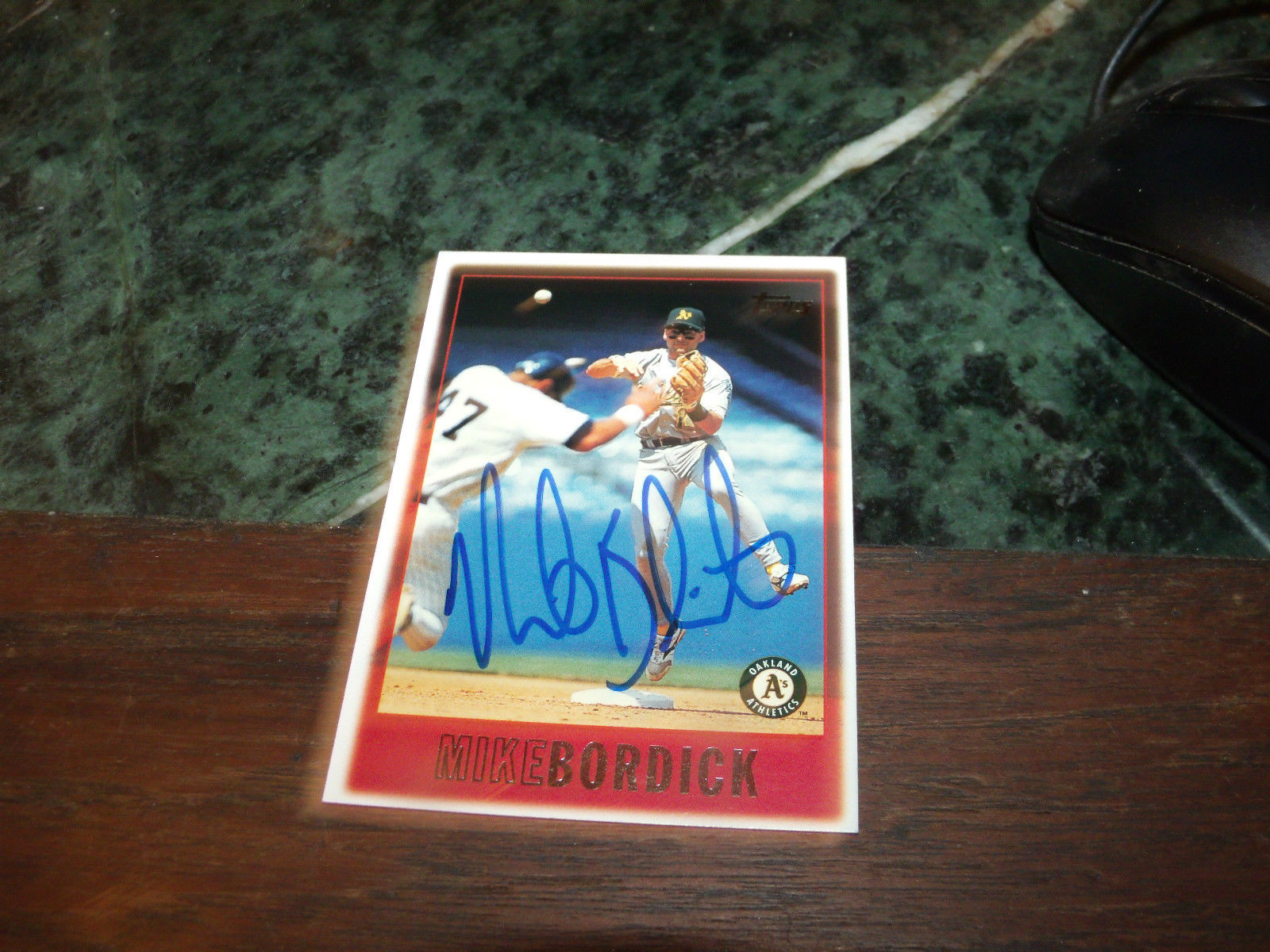 MIKE BORDICK HAND SIGNED 1997 TOPPS BASEBALL CARD A'S