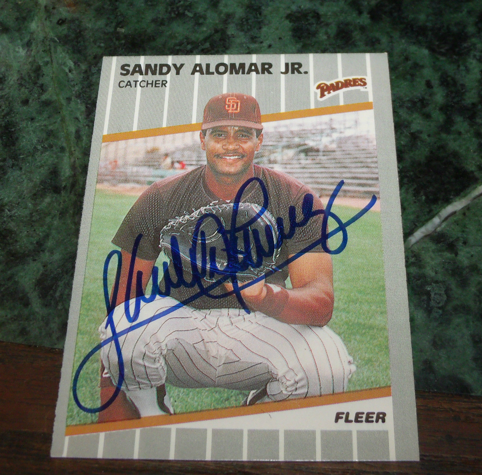 SANDY ALOMAR JR HAND SIGNED 1989 FLEER BASEBALL CARD PADRES