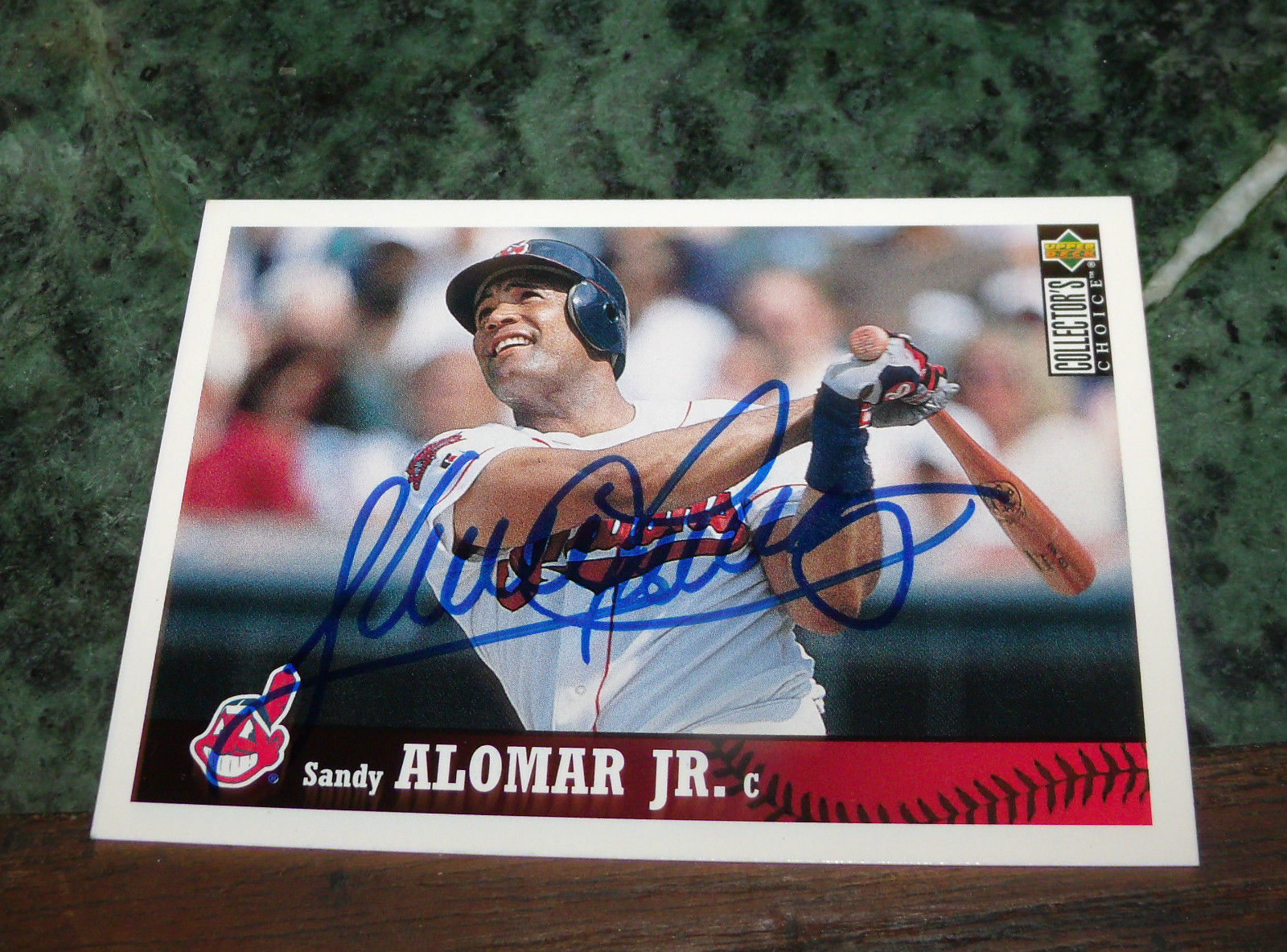 SANDY ALOMAR JR HAND SIGNED 1997 UPPER DECK BASEBALL CARD INDIANS