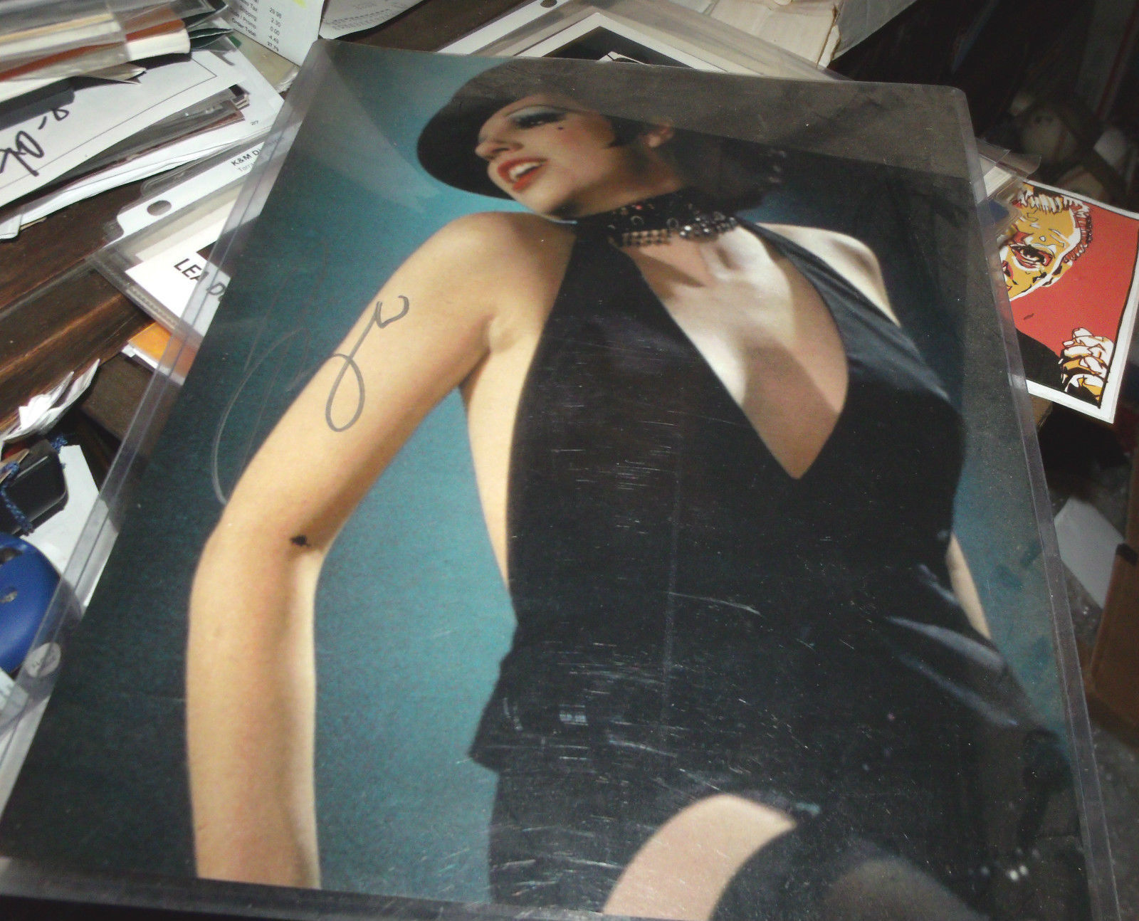 LIZA MINNELLI HAND SIGNED 11X14 PHOTO SALLY BOWLES CABARET