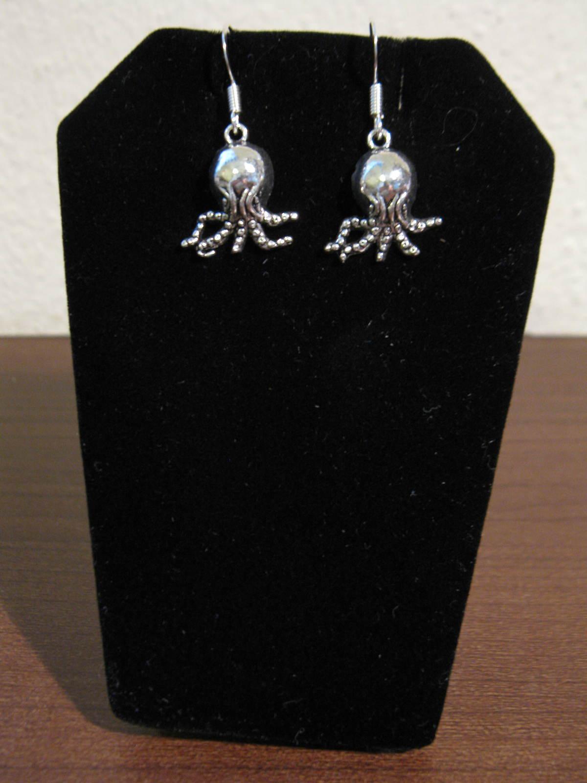 D804 octops earrings