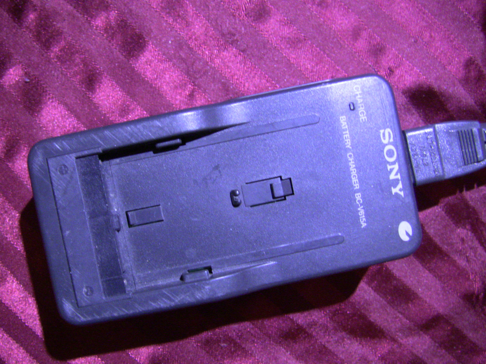 Sony BC-V615A Battery Charger