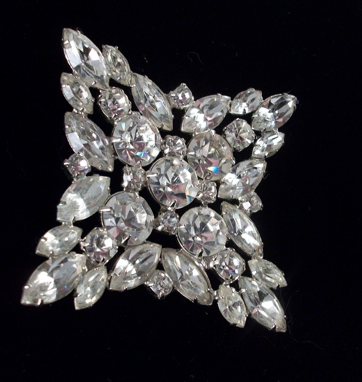 Juliana D&E 4 pointed brilliant white marquis round rs star vintage brooch. 3119