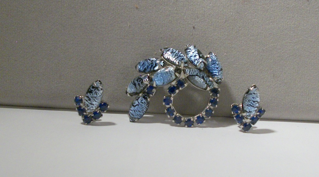 vintage high end foil art lava glass marquis sapphire blue rhinestone 3039