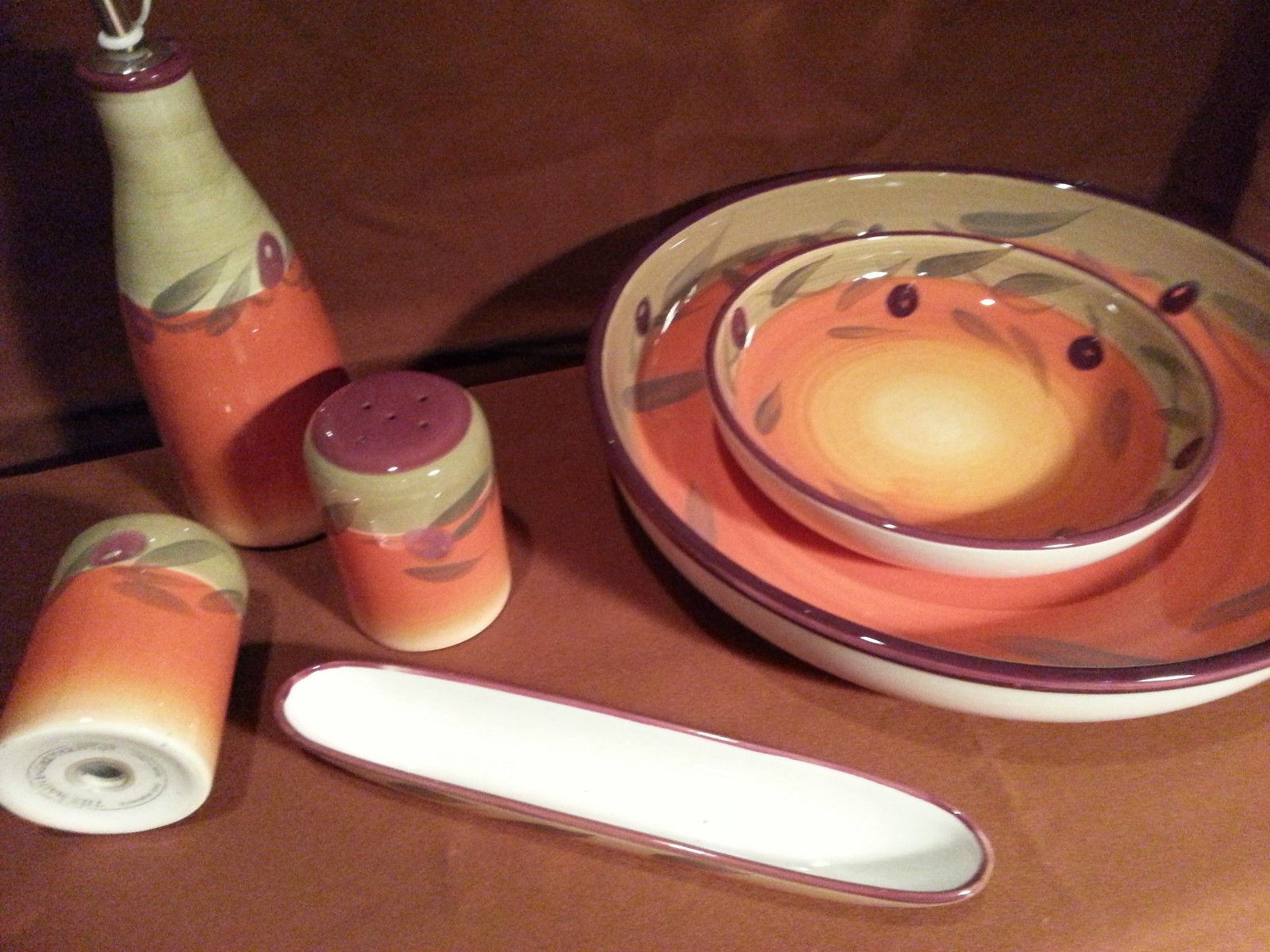Great as display.. 6 piece salad bowl set pretty pop of color