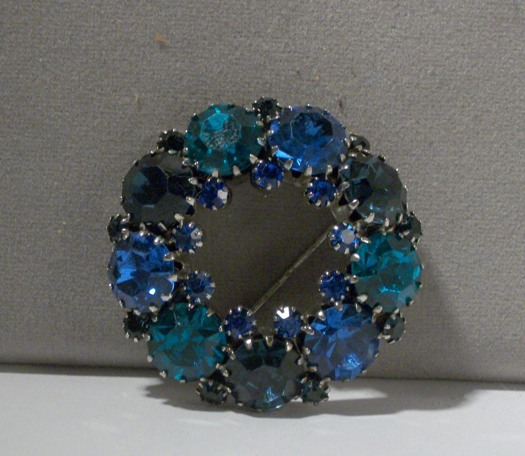d and e for Weiss shades of blue green rhinestone rhodium wreath brooch 3029