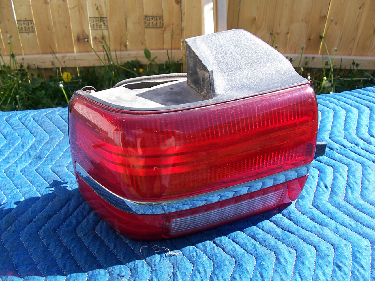 Primary image for 1994 CONTINENTAL LEFT  TAILLIGHT CORNER MOUNT OEM USED ORIGINAL LINCOLN PART