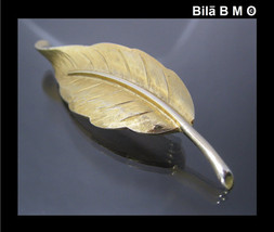 AVON Gold-tone LEAF BROOCH Pin - 2 1/2 inches - FREE SHIPPING - $10.00