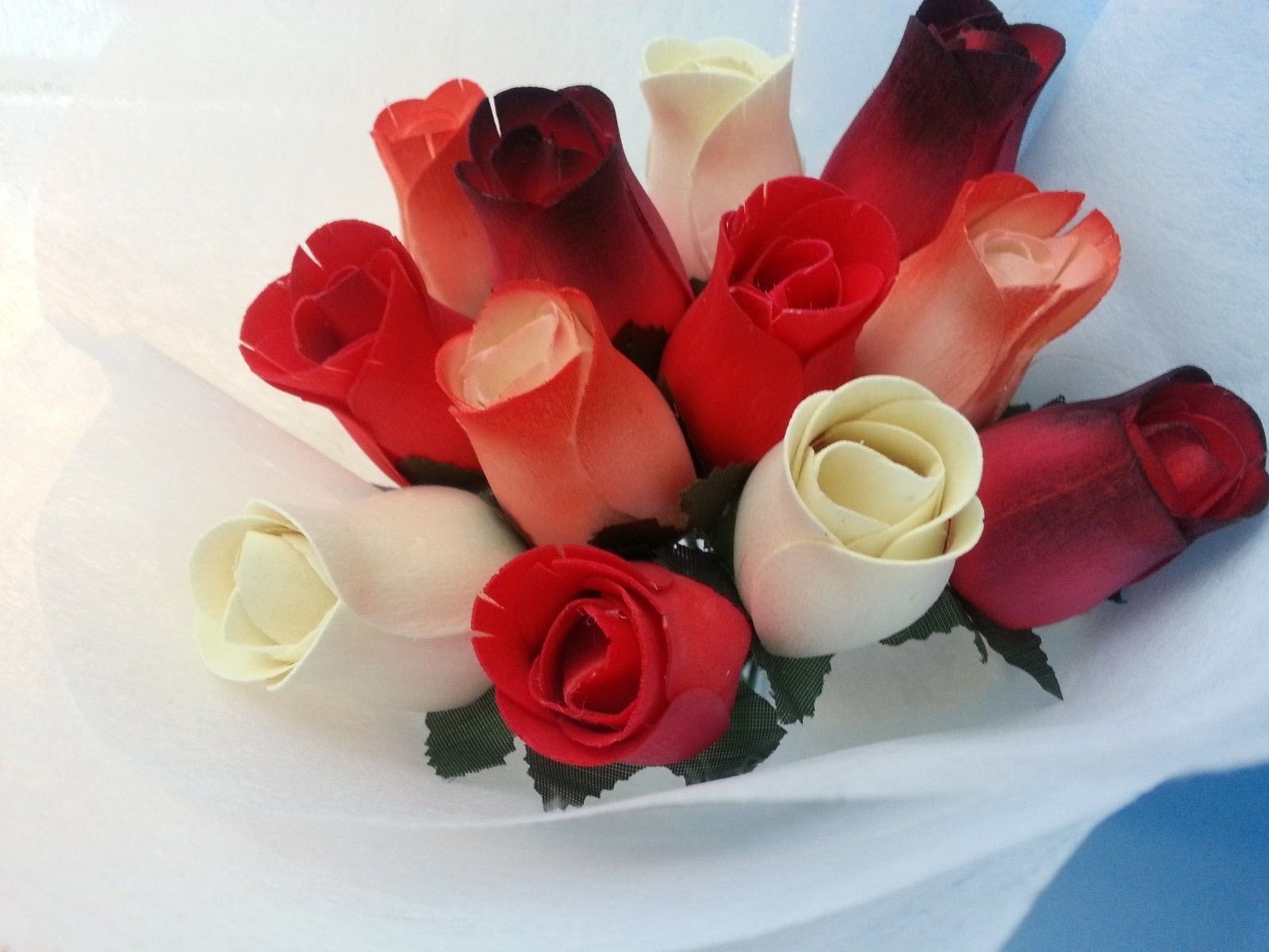 1 Dozen Wooden roses bouquet(White + Red)-- Special Gift for Her w/ Free Bear