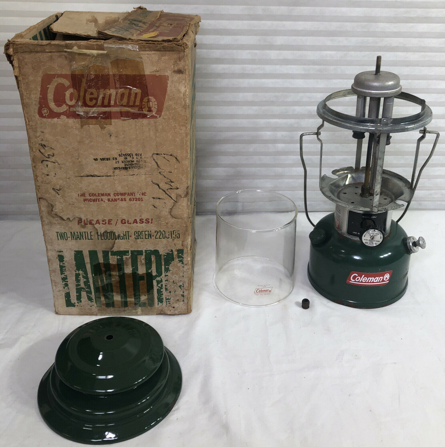Coleman Model 220J Vintage 2 Mantle Camping Lantern In Box 05/77 - $145.38