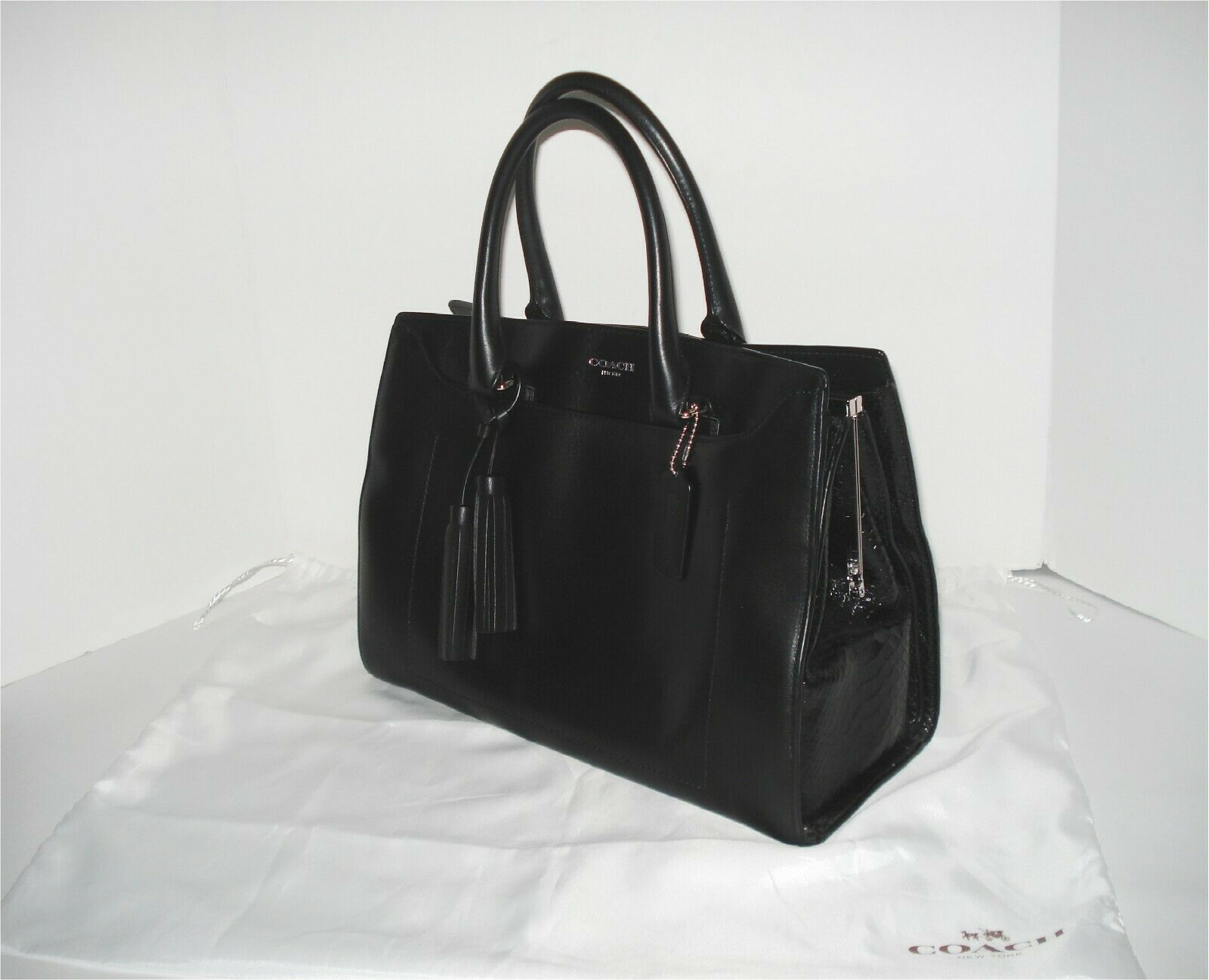 Coach Pinnacle Smooth Black Polished Leather Retro Leighton Frame CarryAll 25320