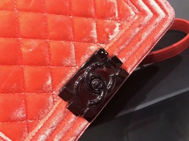 100% AUTHENTIC CHANEL CORAL VELVET QUILTED LAMBSKIN SMALL BOY FLAP BAG SHW image 5