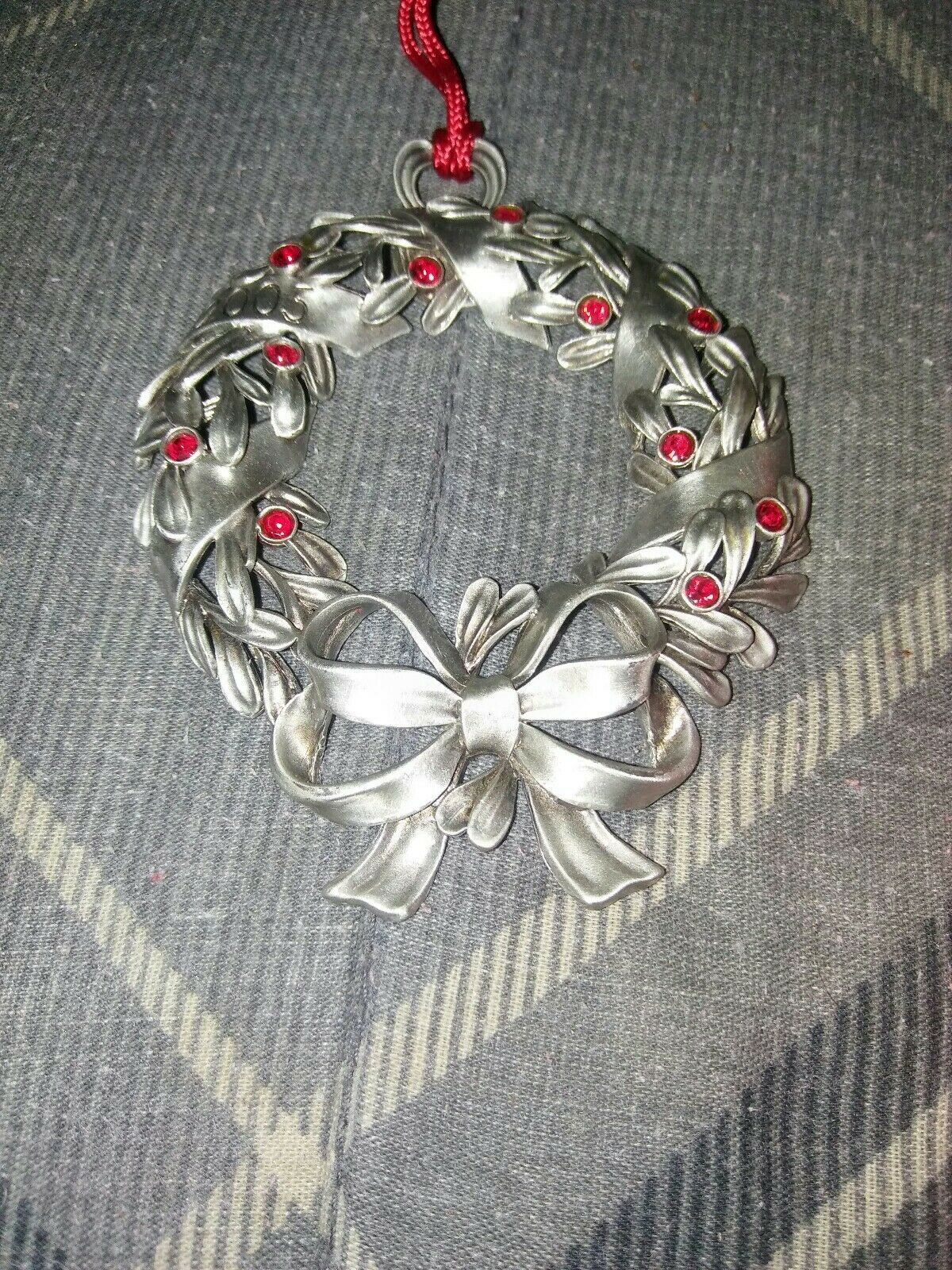 "2005 AVON PEWTER ""RED RHINESTONE WREATH"" CHRISTMAS ORNAMENT image 3"