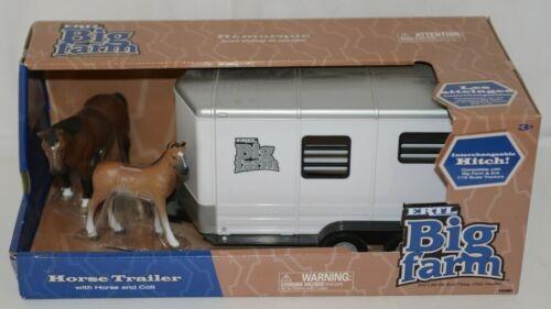 ERTL TBEK46021 Big Farm Horse Trailer Two Horses Interchangeable Hitch